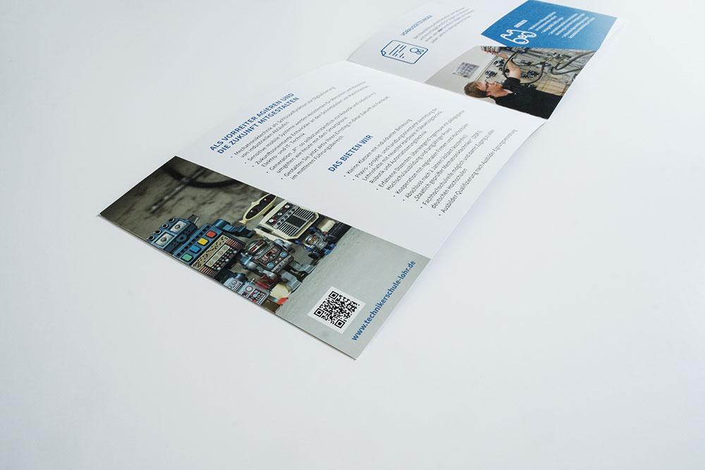 Doppelseiten Gestaltung Broschüre