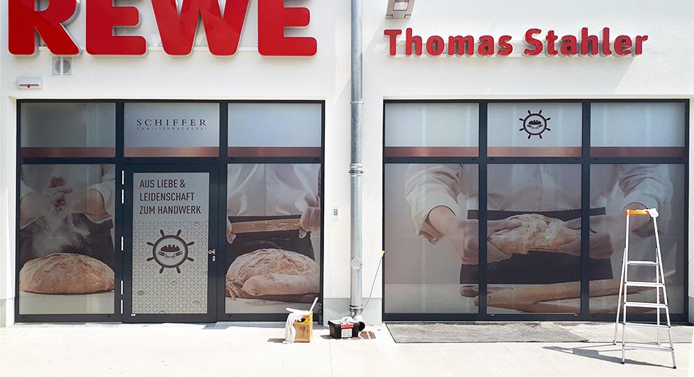 Schiffer Außenbeklebung Filiale Bäcker Design Würzburg
