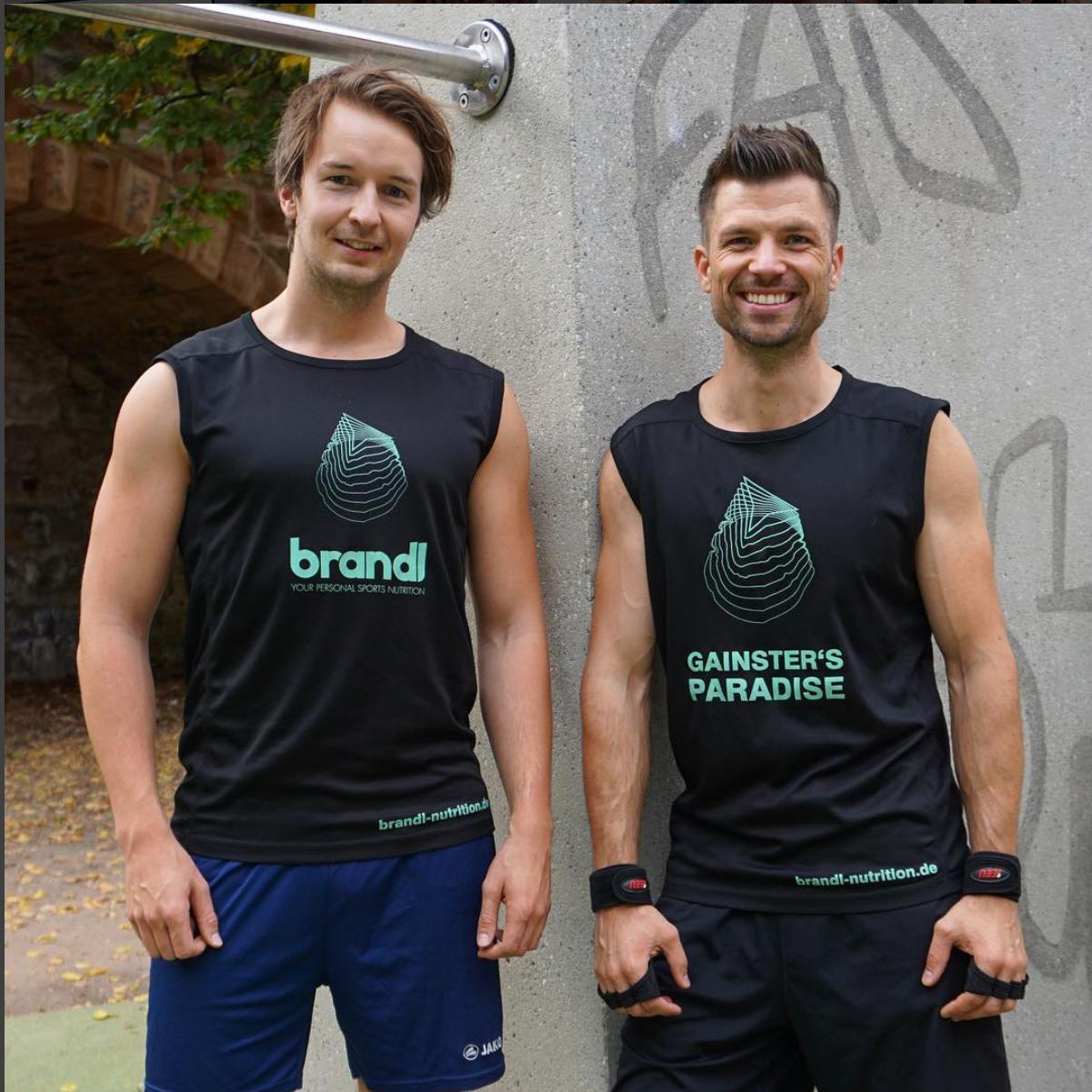 Brandl Gründer mit Branding Shirt